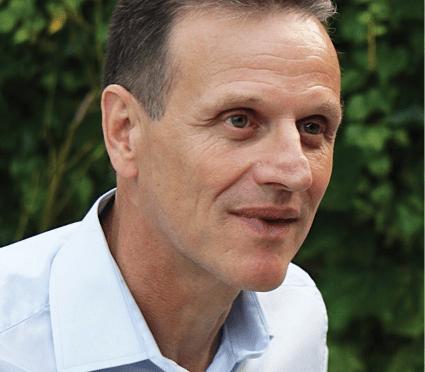 Hervé Chavas est médiateur, consultant et formateur. Après avoir été cadre territorial à la DRH de la ville de Lyon, il a fondé son cabinet en 2005. Il est aussi maître de conférences associé au CIFFOP de l'université Paris II Panthéon-Assas.