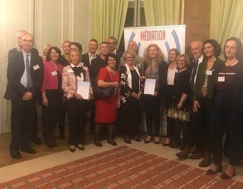 Le Livre Blanc de la médiation, qui présente un socle commun de propositions portées par le collectif Médiation 21, a été remis à Madame Nicole Belloubet, Garde des Sceaux le 17 décembre 2019.